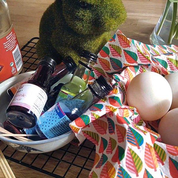 Little Explorers: Marbled Easter Eggs
